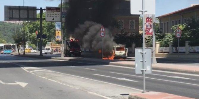 Beyoğlu'nda araç yangını