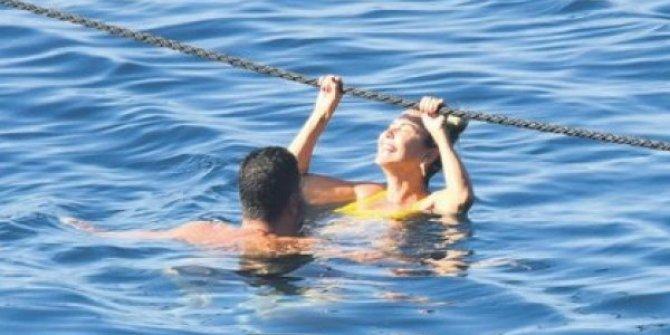 Gizli aşk bu sefer görüntülendi, Ece Erken ve Şafak Mahmutyazıcıoğlu denizin içinde yakalandı