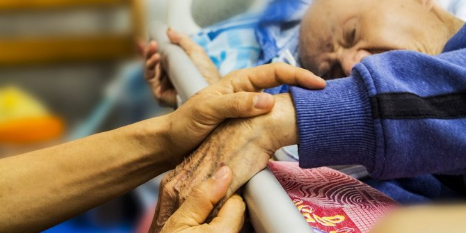 İngiltere'de 19 binden fazla yaşlı korona virüsten öldü