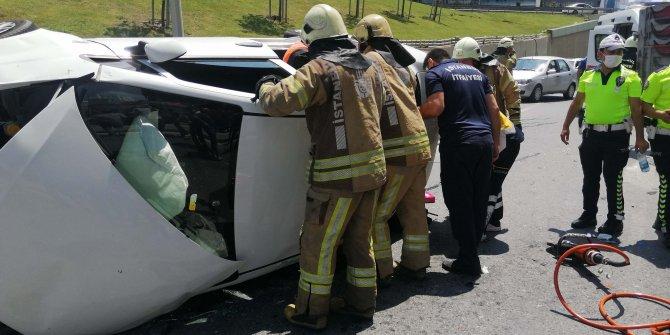 Yan yatan araçta sıkışan iki kadını itfaiye kurtardı