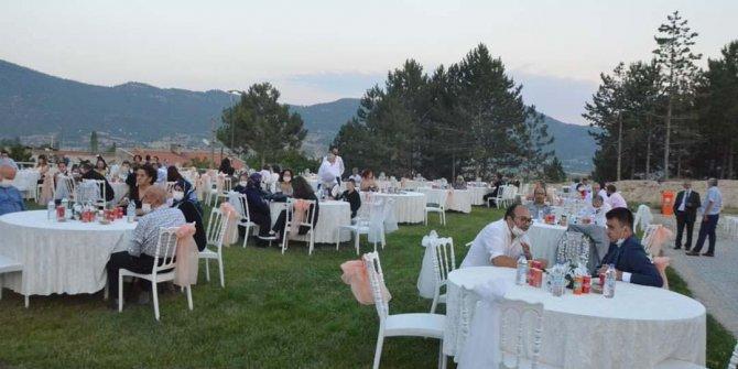 Denizli'de sosyal mesafeli düğün