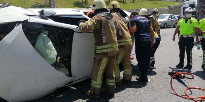 Kaza yapan araçta sıkışan iki kadını itfaiye kurtardı