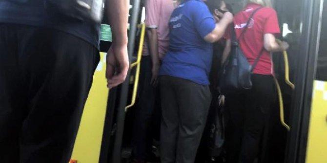 Metrobüs tıklım tıklım: Koronaya bile yer yok