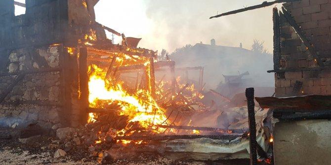 Karabük'te evler cayır cayır yandı