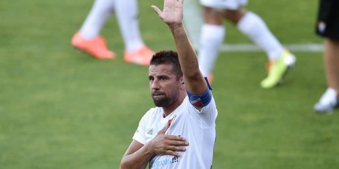 Galatasaraylı eski yıldız futbola gözyaşlarıyla veda etti