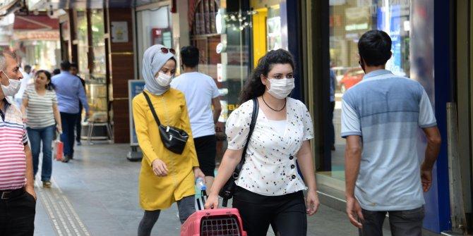Eğer maske takarken başınız ağrıyorsa dikkat uzmanı nedenini açıkladı