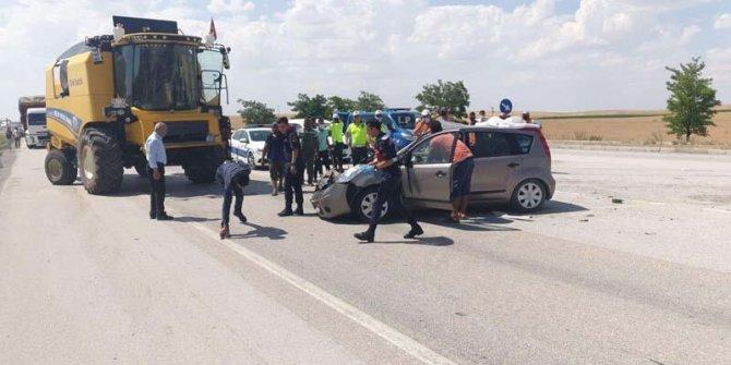 Konya'da feci kaza: Otomobil ile biçerdöver çarpıştı