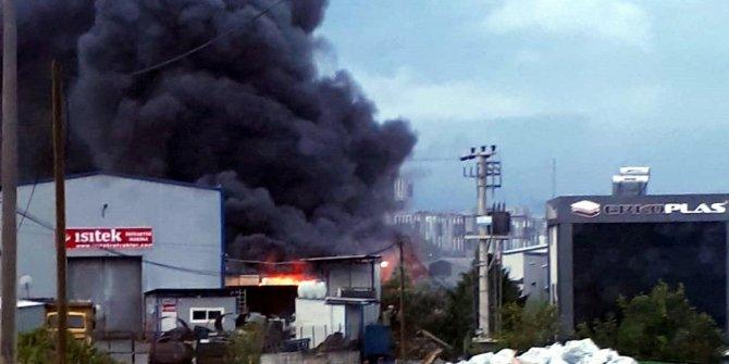 Kocaeli'de fabrikada yangını: Çok sayıda itfaiye ekibi sevk edildi