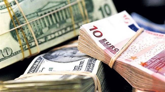 Döviz hesapları 969 milyon dolar azaldı! Şirketler satıyor vatandaş alıyor
