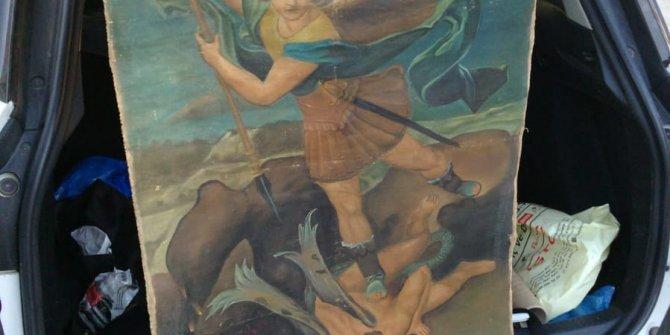 'Şeytanla savaşan Mikail'i satarken yakalandılar