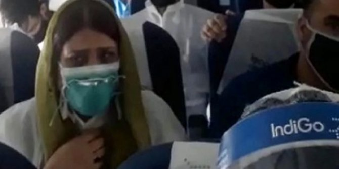 Hindistan uçağı yolcularının ölüm korkusu kamerada