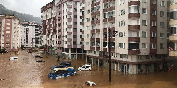 Rize'den korkutan görüntüler: Apartmanları su bastı
