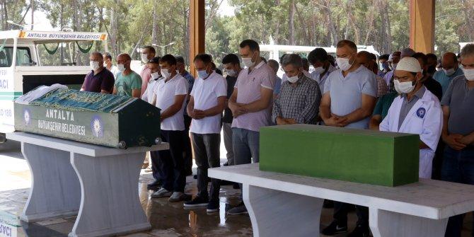 Antalya'da hayatını kaybeden anne ve bebeği son yolcuğuna uğurlandı