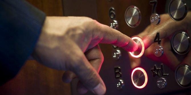 Asansöre binen korona virüslü kişi, 71 kişiye virüs bulaştırdı