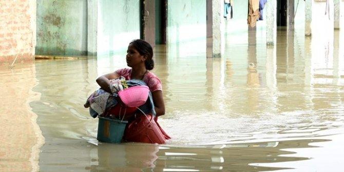 Hindistan'da sel 48 can aldı