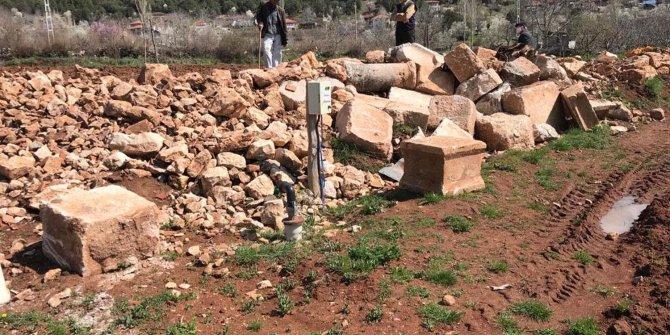 Kaçak kazıda anıt mezarların bulunduğu alan sit alanı ilan edildi