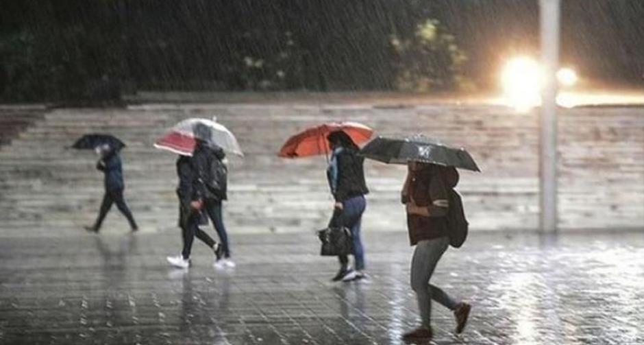 Flaş... Flaş... Meteoroloji'den birçok il için gök gürültülü sağanak yağış uyarısı!