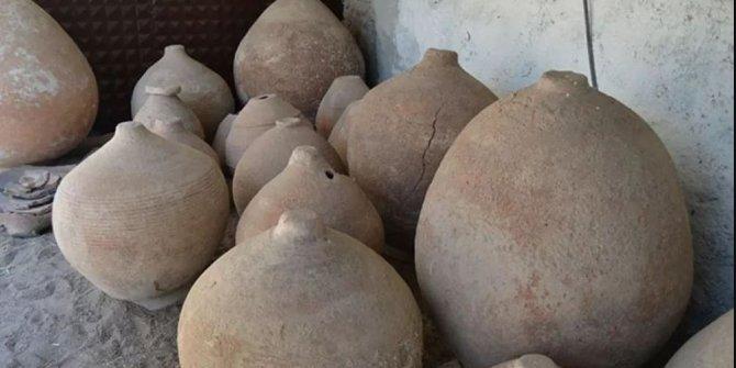 Bizans'tan kalma tahıl ambarı bulundu: İçi buğday dolu 11 küp