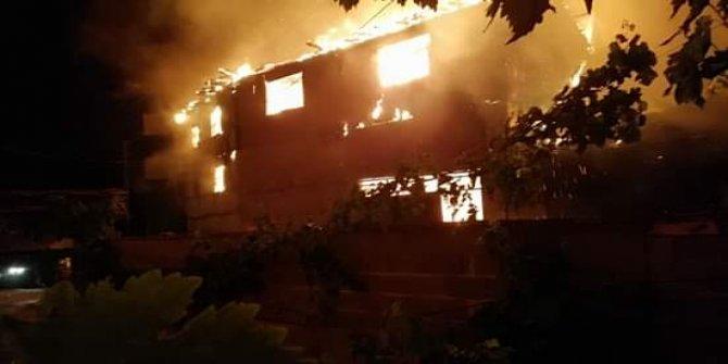 Kısa devre 3 evi cayır cayır yaktı