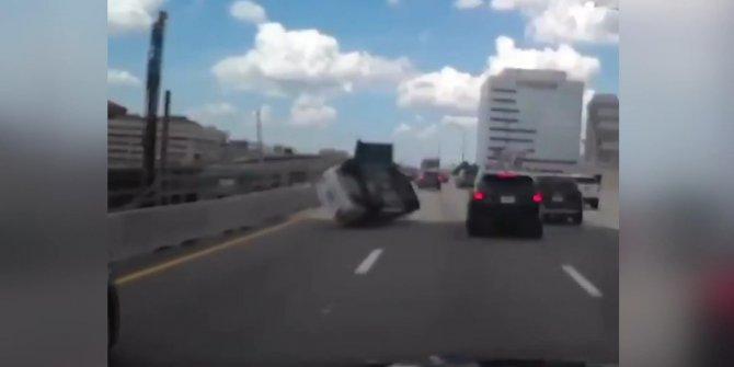 Akıl almaz kaza! Araç havalanıp yere çakıldı