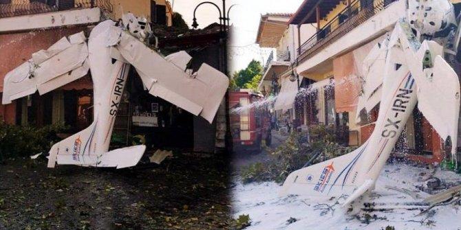 Facia ucuz atlatıldı! Dala çarpan acemi pilot evlerin üzerine düştü