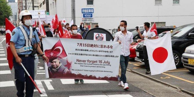 FETÖ'ye ait okulun önünde terör örgütü protestosu