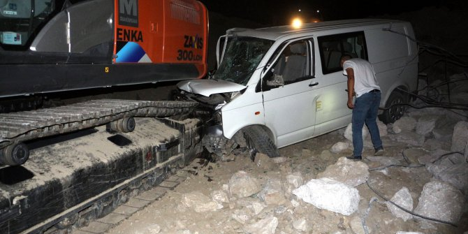 Yolu şaşıran sürücü kaza yaptı