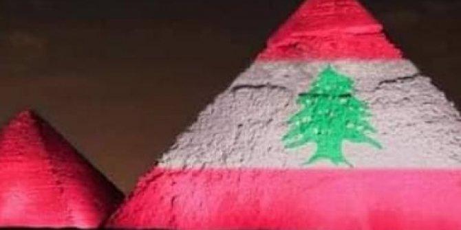 Pramitler Lübnan bayrağı renklerinde