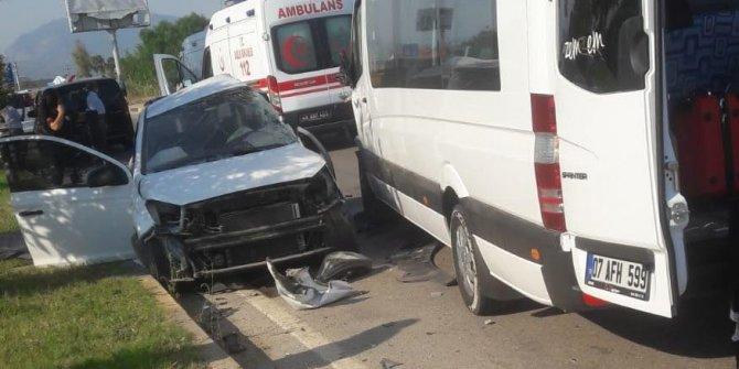 Muğla'da turistleri taşıyan minibüs çarpıştı! 1 ölü 10 yaralı