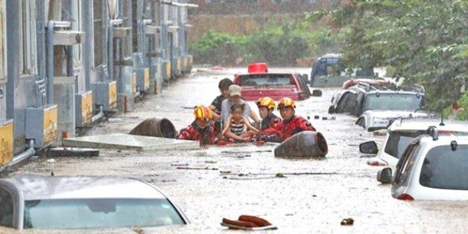 Sağnak yağmur tekleri batırdı: 1 ölü 5 kayıp