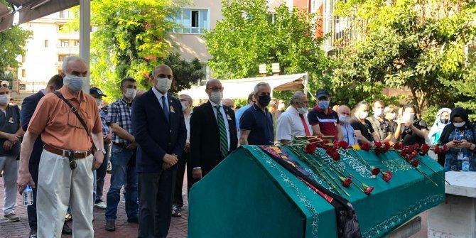 Usta oyuncu Üstün Asutay, gözyaşlarıyla son yolculuğuna uğurlandı