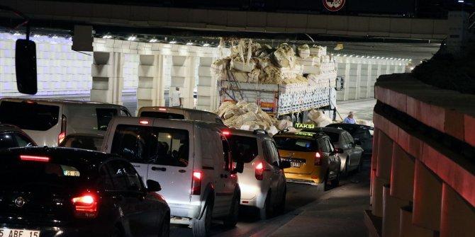 4 metre kuralına uymadı! TIR şoförünün tünelle mücadelesi