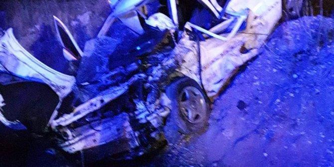 Aksaray'da iki otomobil kafa kafa çarpıştı! 2 ölü, 4 yaralı