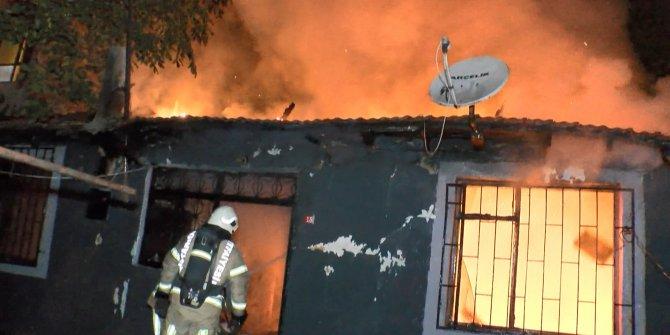 Ataşehir'de gecekondu alev alev yandı