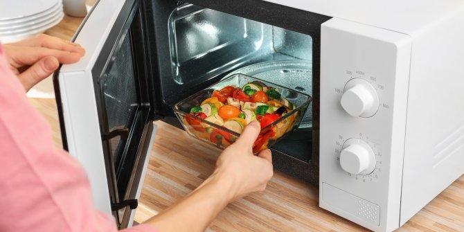 Sağlığınızı tehlikeye sokmayın!Bu yiyecekleri mikrodalgaya sakın atmayın