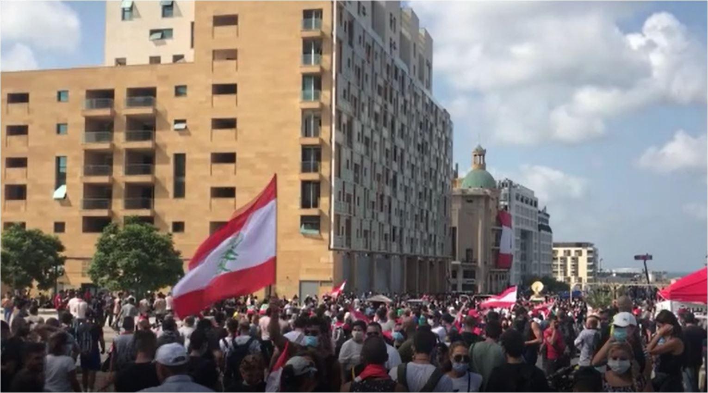 Lübnan'da patlamadan hükümeti sorumlu tutan halk sokağa çıktı