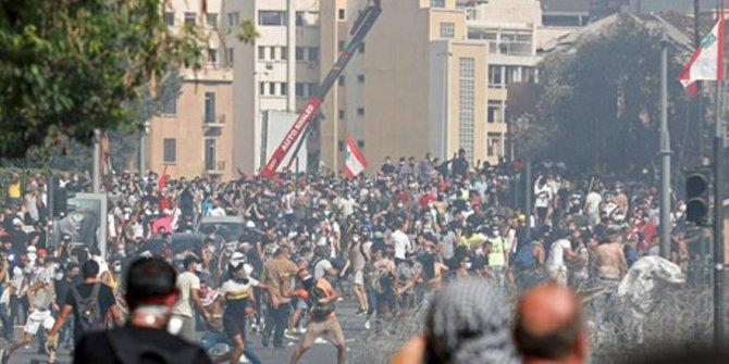 Lübnan'da Dışişleri Bakanlığı halk tarafından ele geçirildi iddiası