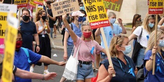Londra'da hemşireler ve sağlık çalışanlarından protesto eylemi