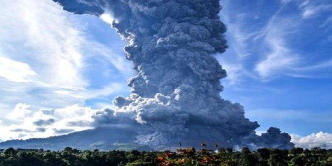 3 gün içinde iki kez oldu: Endonezya'da yanardağ patlaması