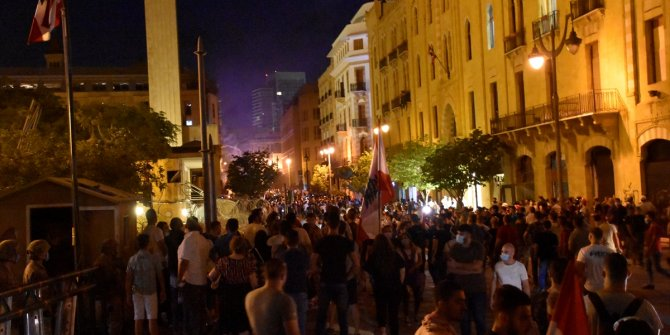 Lübnan'da hükümet istifa ediyor