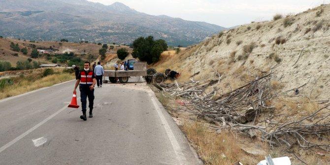 Eşi ve çocuklarıyla kazada yaralanan sürücü kurtarılamadı