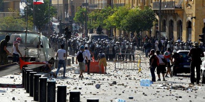 Lübnan'da hükümet istifa etmişti: Cumhurbaşkanı'nın istifası için yürüyüşe geçtiler