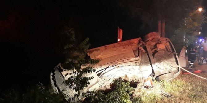Otomobili Harşit Çayı'na uçmaktan ağaç kurtardı!