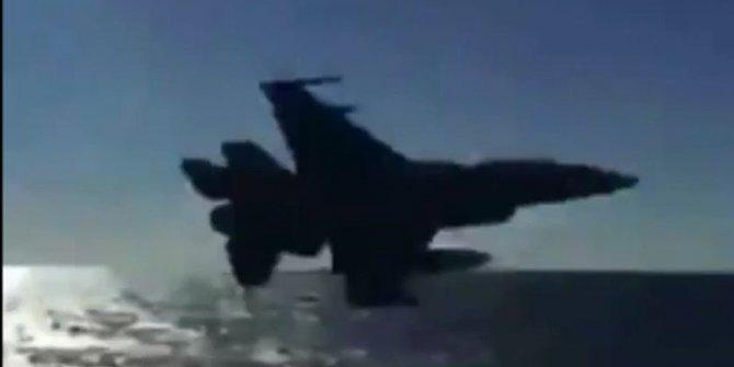 Türk savaş gemisinin yanından Türk F-16'sı böyle geçti: Oruç Reis'e büyük destek