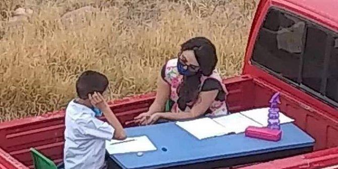 Meksika bu öğretmeni konuşuyor: Kamyonetinin arkasını sınıfa çevirdi