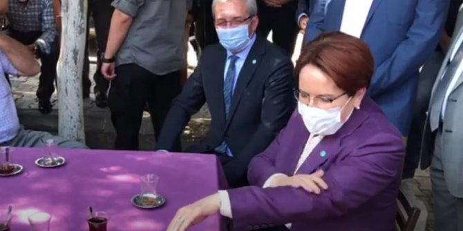 İYİ Parti Genel Başkanı Meral Akşener, vatandaşların arasında