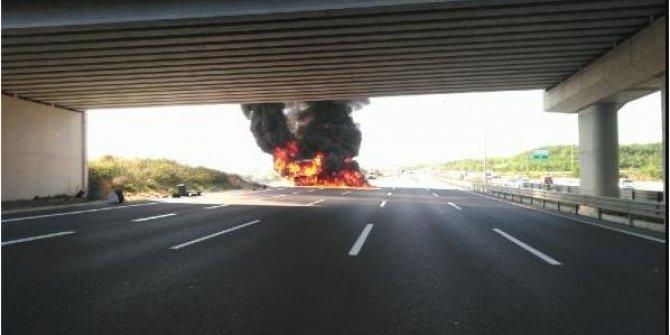 İstanbul'da yolcu otobüsü cayır cayır yandı: Yoldan geçenler donup kaldı