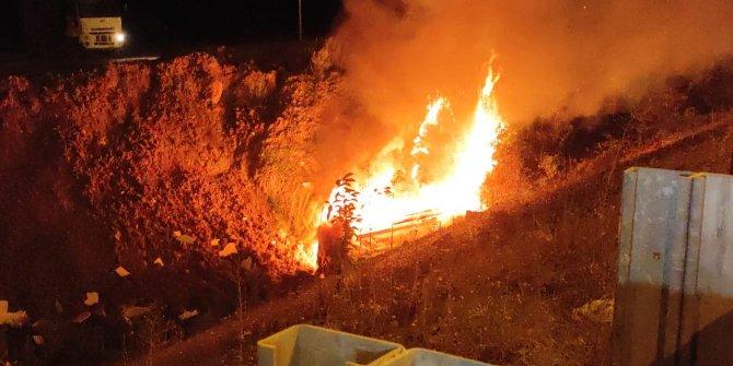 Düzce'de ambulans şarampole yuvarlanarak yandı! Sağlık çalışanları ve hasta ölümden döndü
