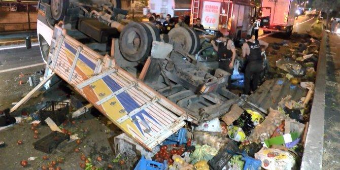 Pendik'te korkunç kaza! Otomobille çarpışan kamyon takla attı