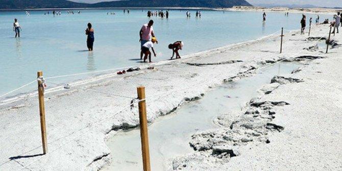 Salda Gölü'nde korkutan görüntü: Çukurlar oluştu!